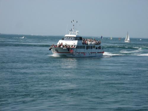 Statek wycieczkowy jakich wiele na Zatoce #Golf du #Morbihan