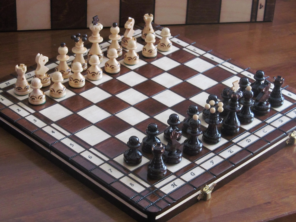 Brand New ♞ Hand Crafted Ambassador  Wooden Chess Set 56cm x 56cm♚