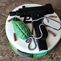 UZI dla Roberta #uzi #tort #pistolety #broń #karabin #maszynowy #tort #okazjonalny #tort #tort #dla #wojskowego #osiemnastka