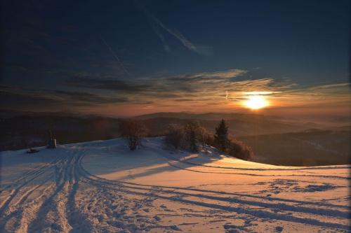 Zimowy zachód w Beskidzie Śląskim