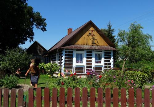 Przesympatyczna Babunia wdała się ze mna w pogawędkę, na temat uroku swojego domku, było bardzo miło :)